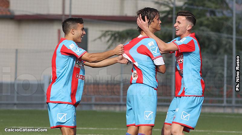 Momento di festeggiamento dopo il gol, da sin.: Lombardo, Distefano e Berti