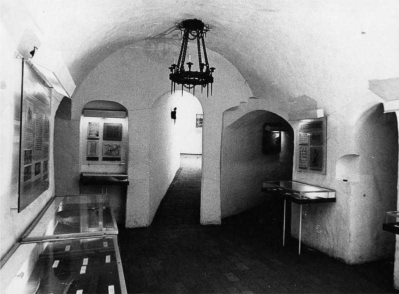 Музейная экспозиция в пещерном храме. Фото 1990-хгг.