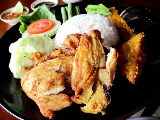 Warong Cafe nasi ayam penyet 3