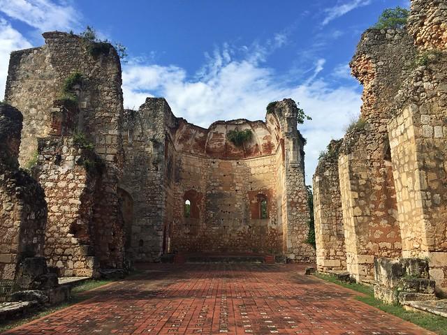 Ruinas del monasterio de San Francisco de Asís en Santo Domingo (República Dominicana)