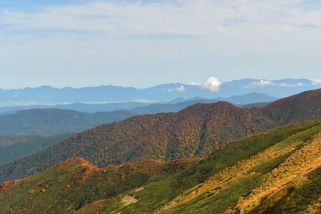 朝日連峰から眺める蔵王連峰