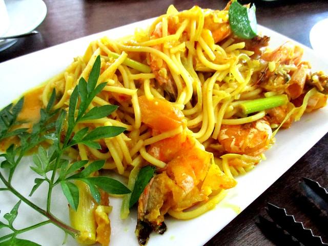 Payung Cafe belimbing prawn spaghetti