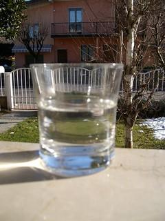 12 b il ghiaccio si scioglie e il bicchiere non è più pieno
