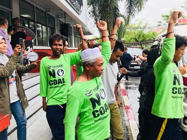 quindici manifestanti thailandesi
