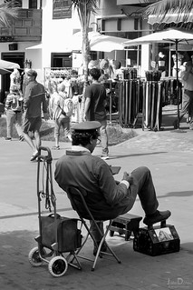 shoe shine | puerto de la cruz | by John FotoHouse