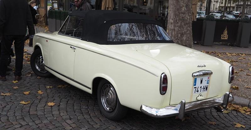 Peugeot 403 Cabriolet 1958 - Paris Invalides Novembre 2017  38465638466_30c2ba7099_c
