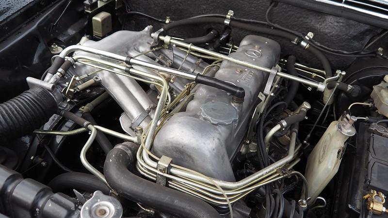 Mercedes 280 SL 1968 - Linas (91) Novembre 2017 24492607968_552496cb48_c