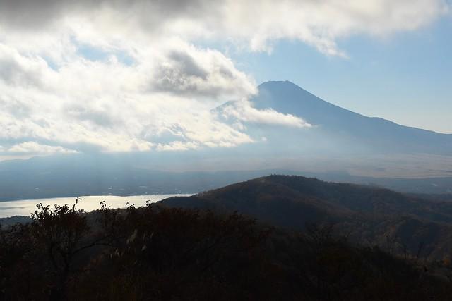 石割山からの富士山と山中湖