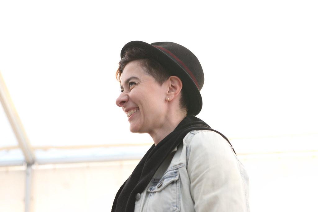 俄國女導演尤金尼亞(Evgenia Killikh)以《在切克的人(Man of Chokh)》煩請在底線名詞置入此超連結https://youtu.be/qFWn7xS3w8A入圍,切克是位在俄國邊界山上的荒涼小鎮,本片紀錄一位力圖恢復傳統的當地青年,以個人微薄之力在荒涼山區修復廢墟,夢想發展觀光事業,是一個非常平靜且韻味深厚的作品。