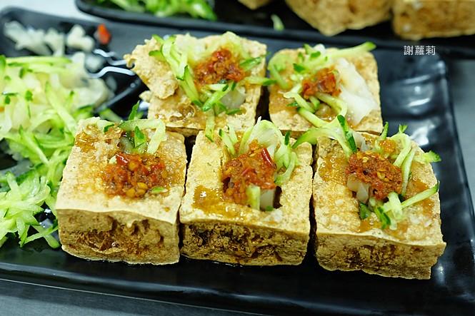 23975565187 fc38056605 b - 永留香臭豆腐 | 只有在地人才知道的超級隱藏版,白天吃不到、晚上才營業,皮酥內餡軟,小心一吃就上癮!