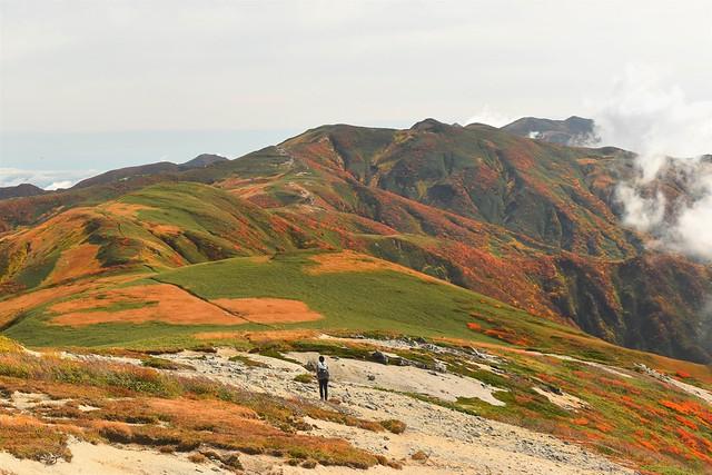 秋の朝日連峰 1泊2日で行く縦走登山