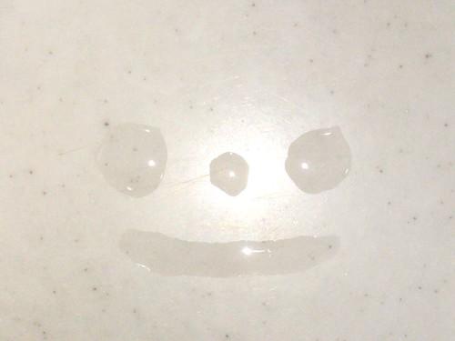 台所に水滴のかわいい子