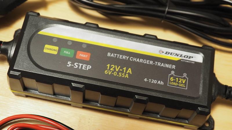 Regulateur de charge batterie Dunlop chez Action à 10 balles 37906756235_bc4264eaef_c