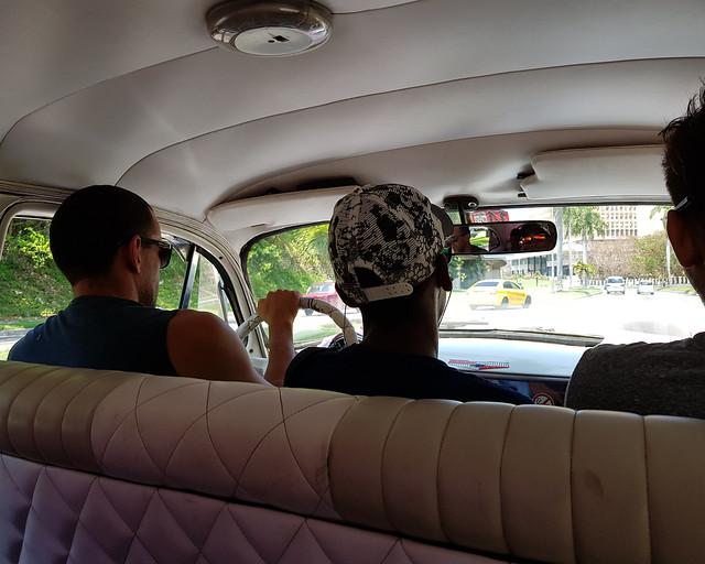 Dentro de una máquina en La Habana