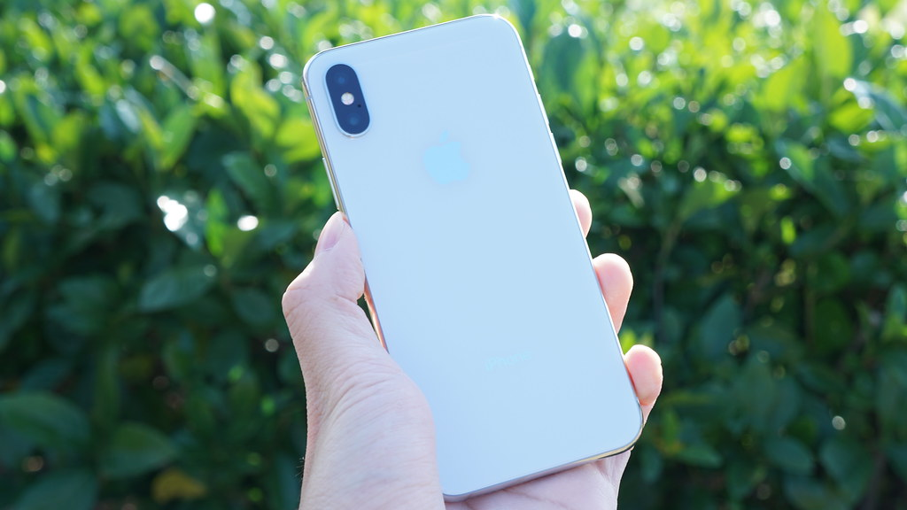 「iPhone X」と「iPhone 8」の違いを解説