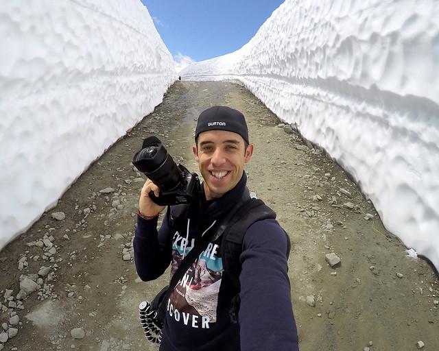 Por los túneles de nieve cerca de Whistler en el Peak2peak