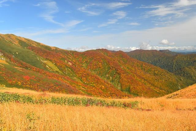 東北・朝日岳の紅葉