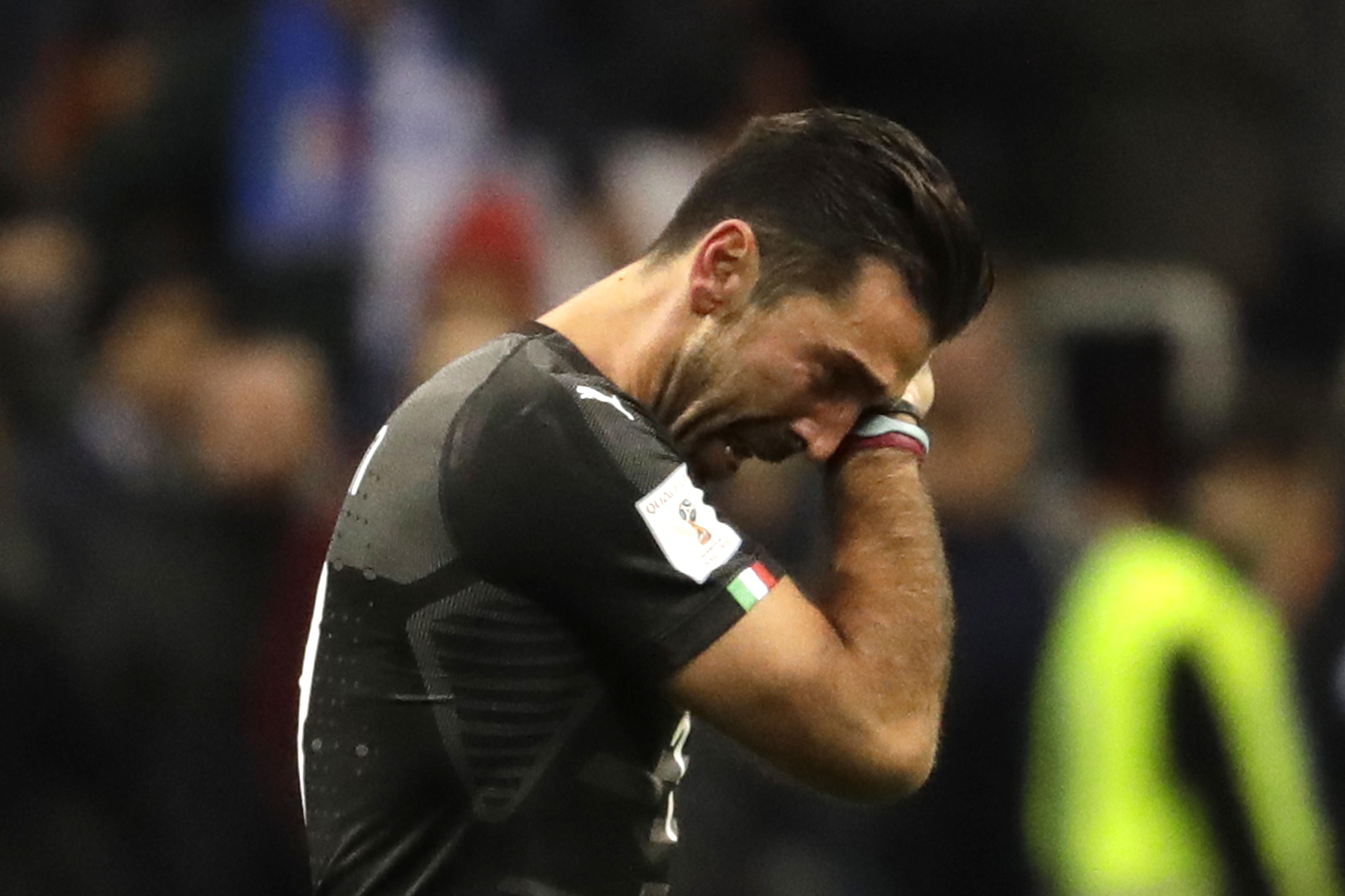 Gianluigi Buffon在義大利遭淘汰後落淚。(達志影像)