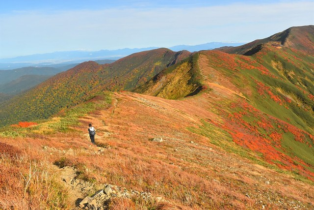 寒江山から竜門小屋へ 紅葉の縦走路