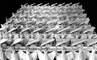 Busby Berkeley 指導舞蹈的作品 GOLD DIGGERS OF 1935 & WONDER BAR | by 準建築人手札網站 Forgemind ArchiMedia