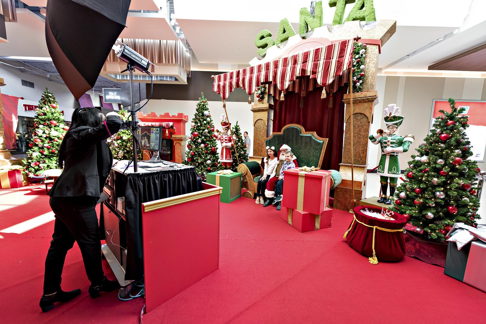 Santa photos at Ontario Mills 2017