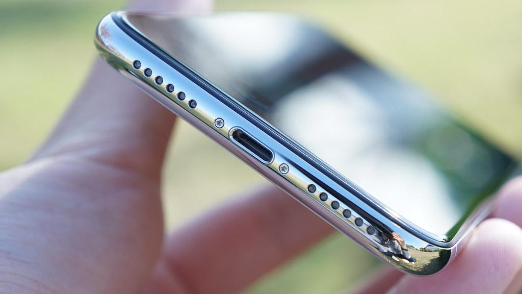 iPhone Xのボトムデザイン
