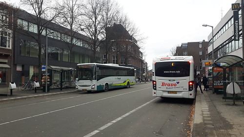 Arriva 8174 en Connexxion 5590 Breda | by Bas Folles