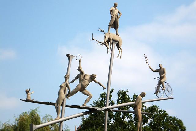 Hölderlin im Kreisverkehr ... Skulptur von Peter Lenk ... Lauffen am Neckar ... Foto von Tanja