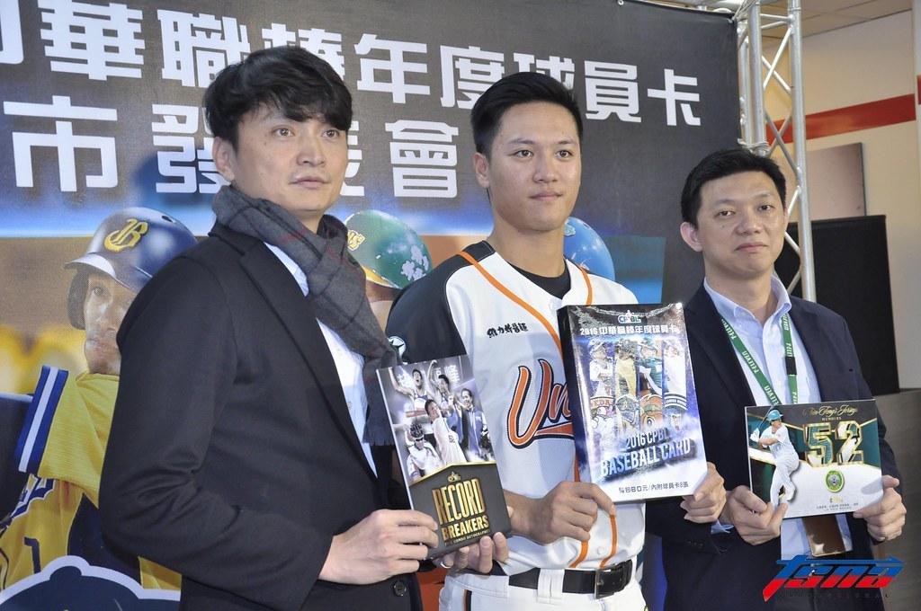 中華職棒2016年度球員卡正式開賣。(張哲郢/攝)
