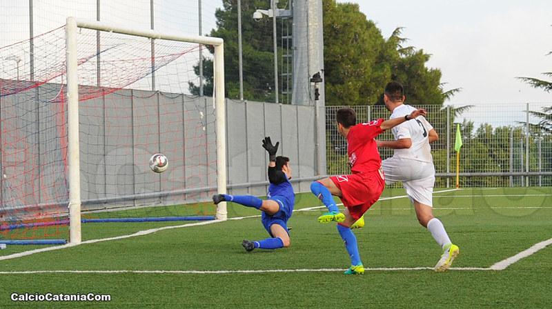 Dario Di Grazia, tiro e gol dopo appena tre minuti dall'ingresso in campo