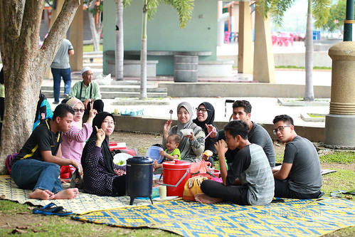 Picnic at Lumut Waterfront, Marina Wing | by fhatiahsariaat