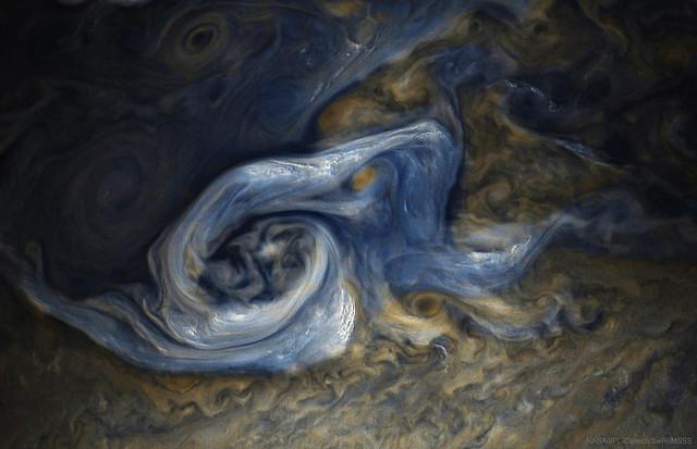 VCSE - Spirális felhőörvény a Jupiteren - Juno, APOD