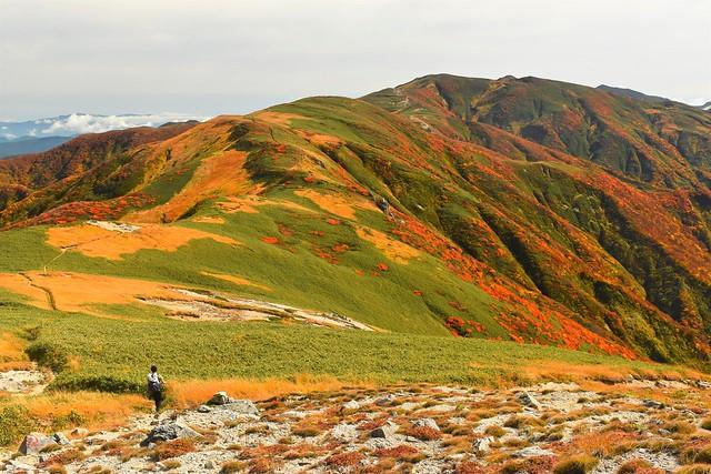 朝日連峰・以東岳~大朝日岳 紅葉の稜線を行く縦走登山