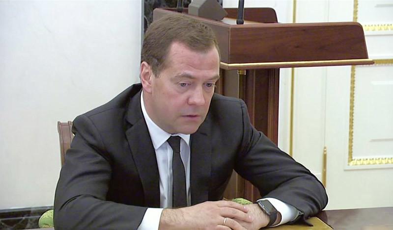 Умные часы шпионят за Медведевым