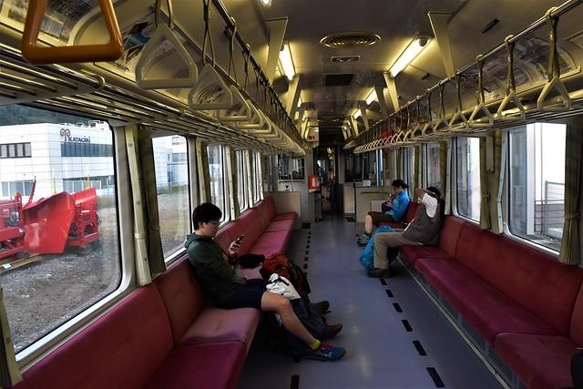 左沢線 列車内