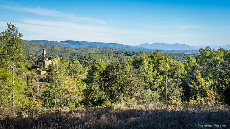 Sant Miguel de Marmellar y Montserrat desde el Bosc del Forn de la Calç