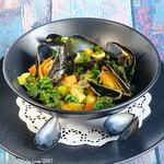 Curry-Muscheln mit Grünkohl