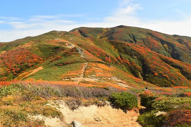 紅葉の朝日連峰 縦走登山