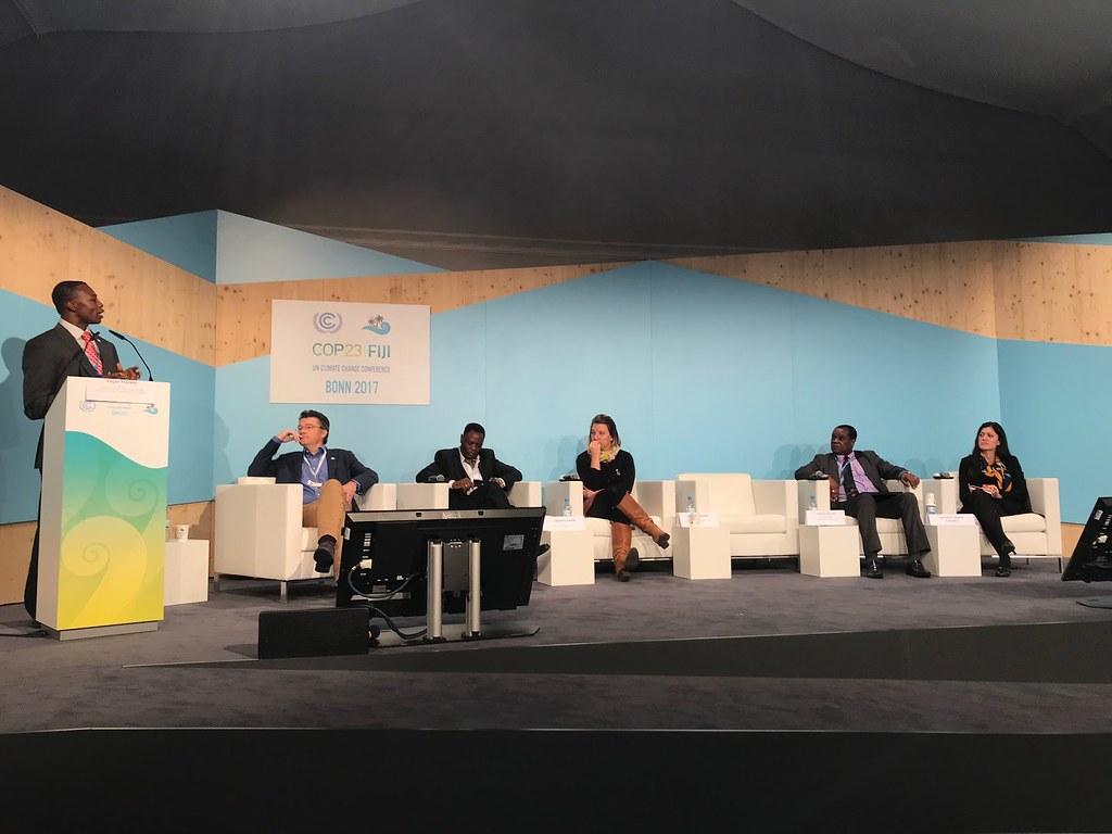Education International代表批評氣候教育推廣成效不彰,在場各國代表面面相覷。(拍攝:邱姿蓉)