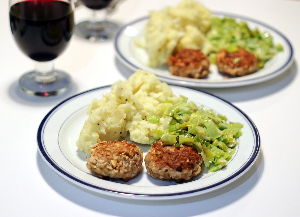 Parsnip & nut burgers with mashed potatoes & leeks