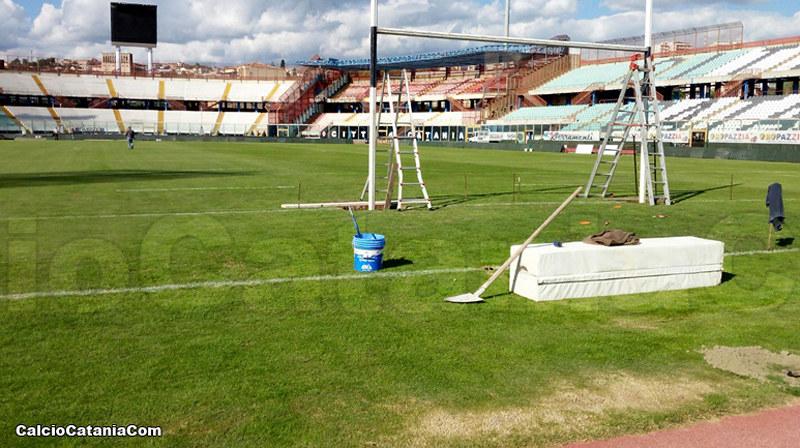 I pali del rugby sotto la curva sud