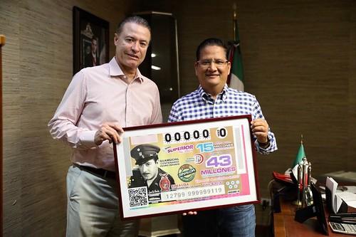 Presentan billete de la Lotería Nacional en honor a Pedro Infante