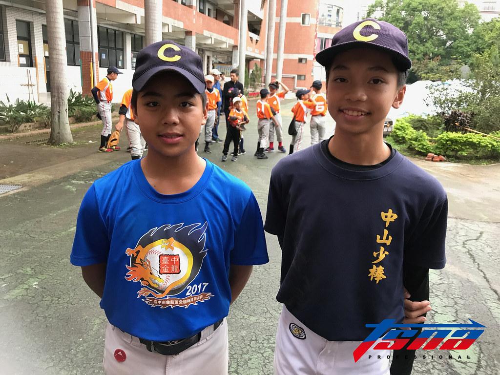 新竹縣中山國小李主恩(左)與古奇勳。(鍾亞芳/攝)