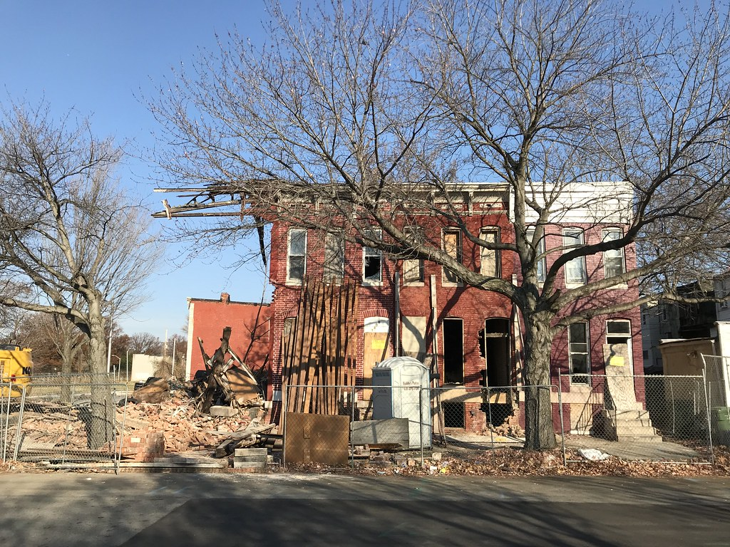 Demolition/deconstruction of vacant rowhouses, 1100 block of E. Hoffman Street, Baltimore, MD 21202, 2017 November 29.