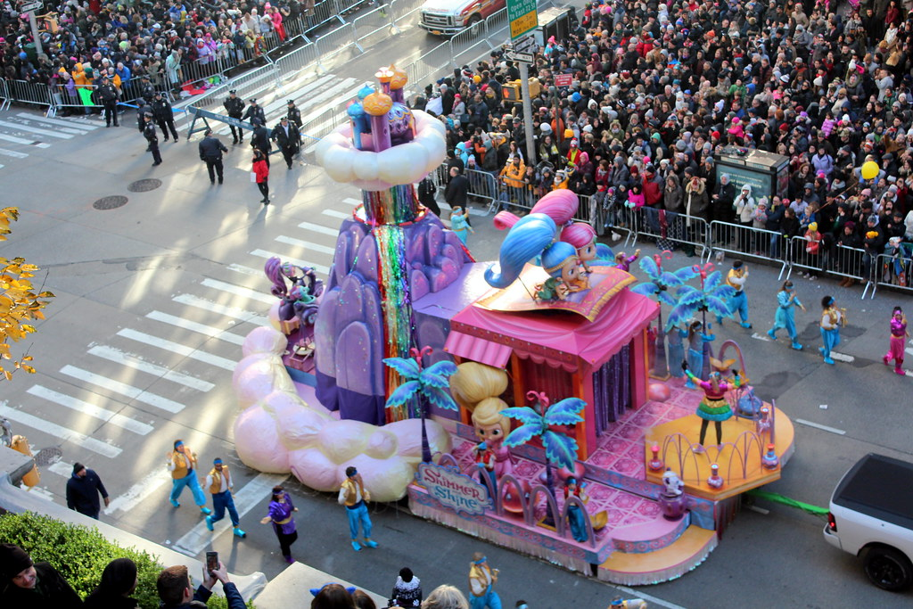 2017 Macy's Thanksgiving Day Parade - Shimmer and Shine