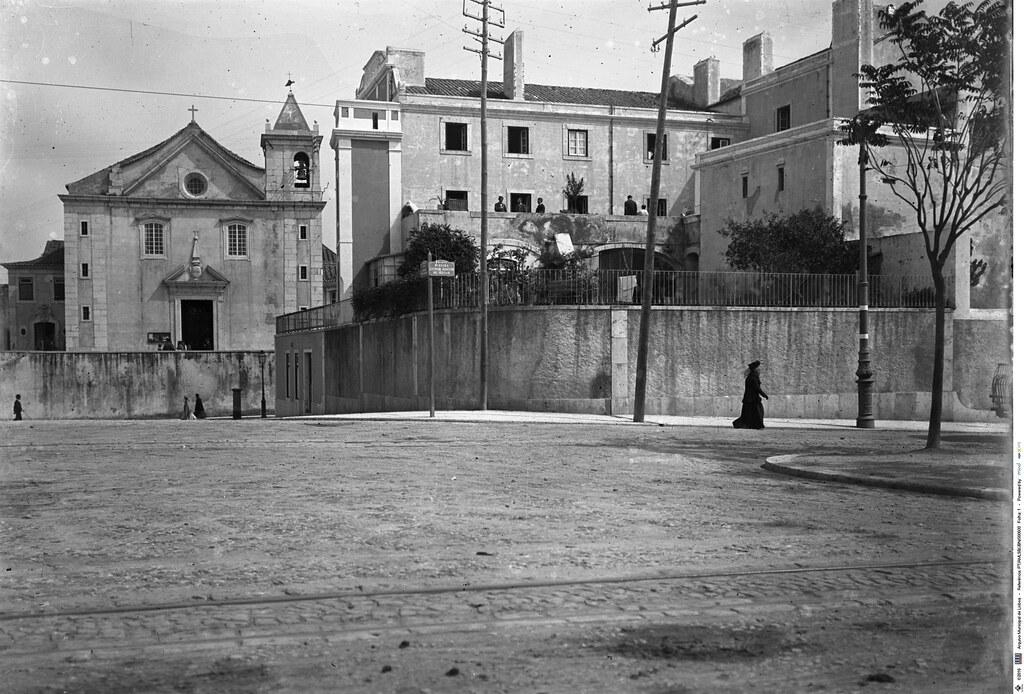 Igreja de S. Sebastião da Pedreira, fachada principal, Lisboa, c. 1909. Joshua Benoliel in Arquivo Fotográfico da C.M.L..