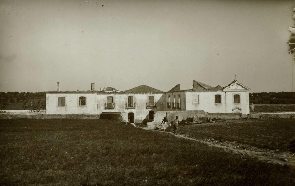 Solar em ruínas, Portela (E.Portugal, s.d.)