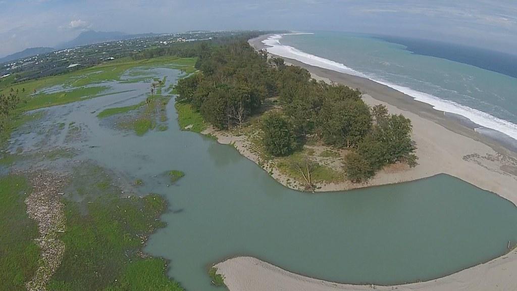 932-1-12 政府與生態團體認知差異在於,生態團體認定河口淹沒區是珍貴生態濕地,政府卻始終覺得這是未開發的荒地。