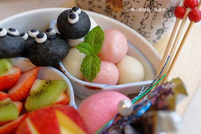 26652552269 f4fa0eefba b - 錦小路物語 | 窩藏巷弄內的日本食堂,食尚玩家推薦 冬季限定的療癒系煤炭精靈甜點真的超可愛!