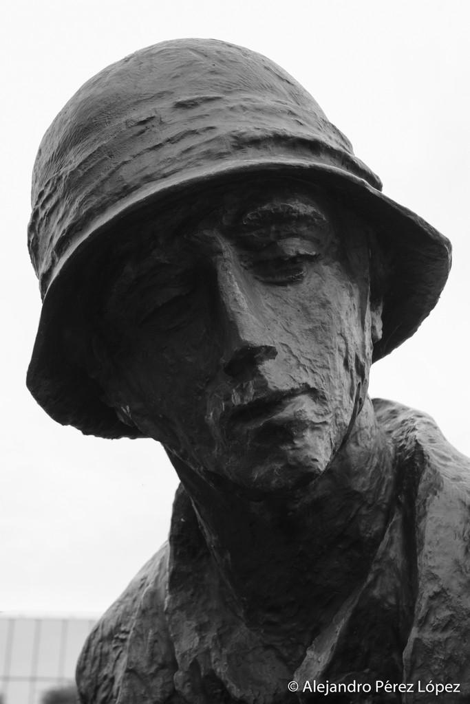 Detalle de combatientes en Monumento al alzamiento de Varsovia